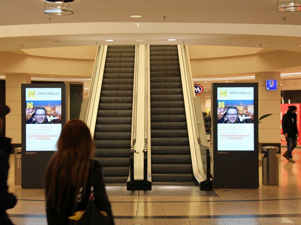 Aktuelle Neckermann-Kampagne auf Ströers Mall Video-Kanal (Foto: Ströer)