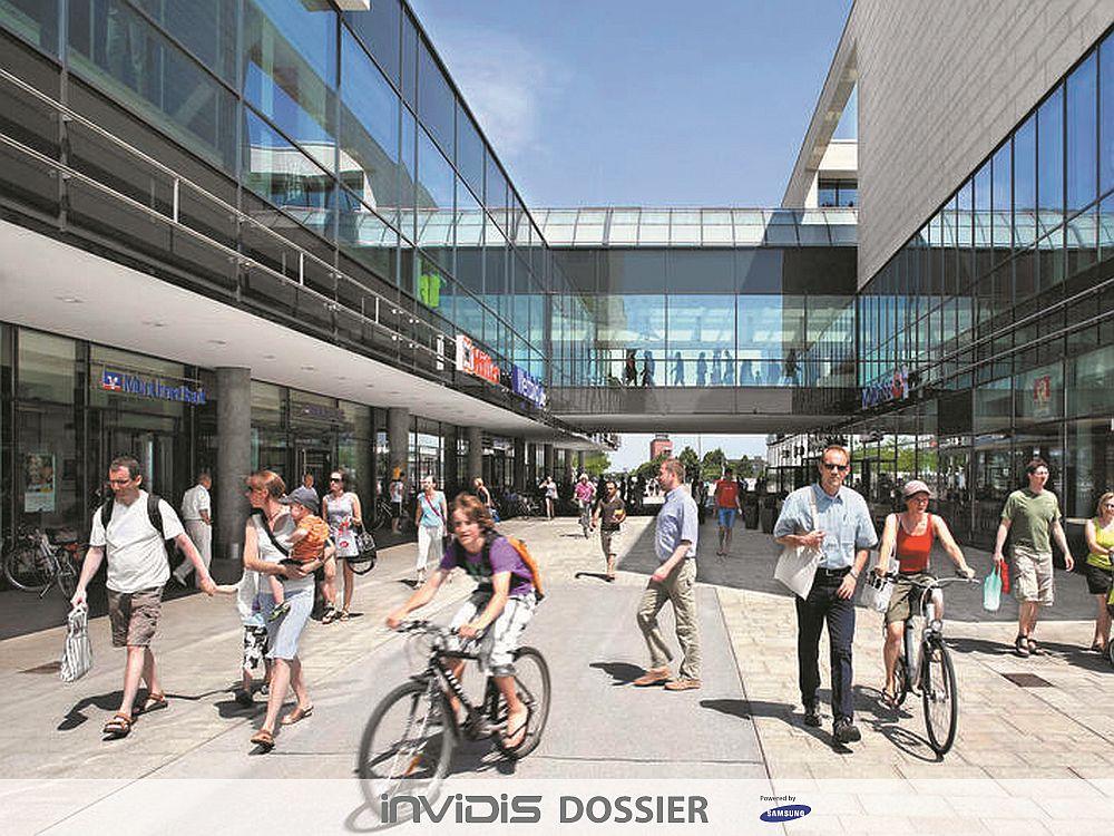 Finden sich innen wie außen: Glasfronten beim Shopping Center Riem Arcaden (Foto: mfi; Grafik: invidis)