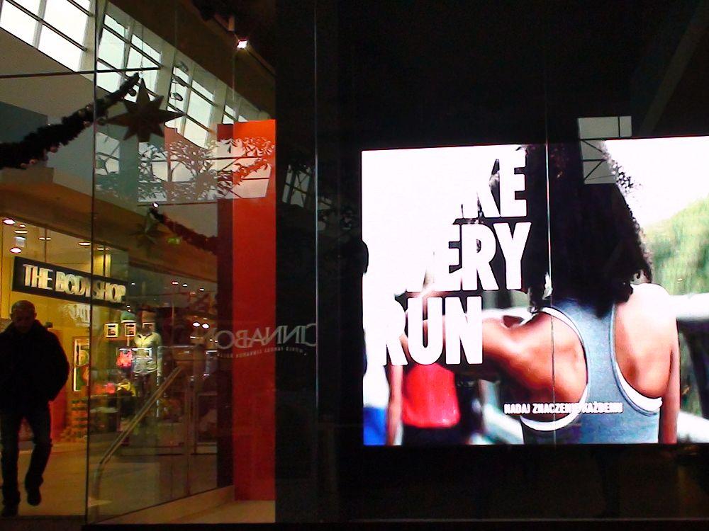 Neue SMD Video Wall im Nike-Store in der polnischen Mall Sillesia (Foto: Bigled)