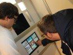#machtsmöglich-Kampagne: Kunden testen Fotobox (Foto: Ströer)