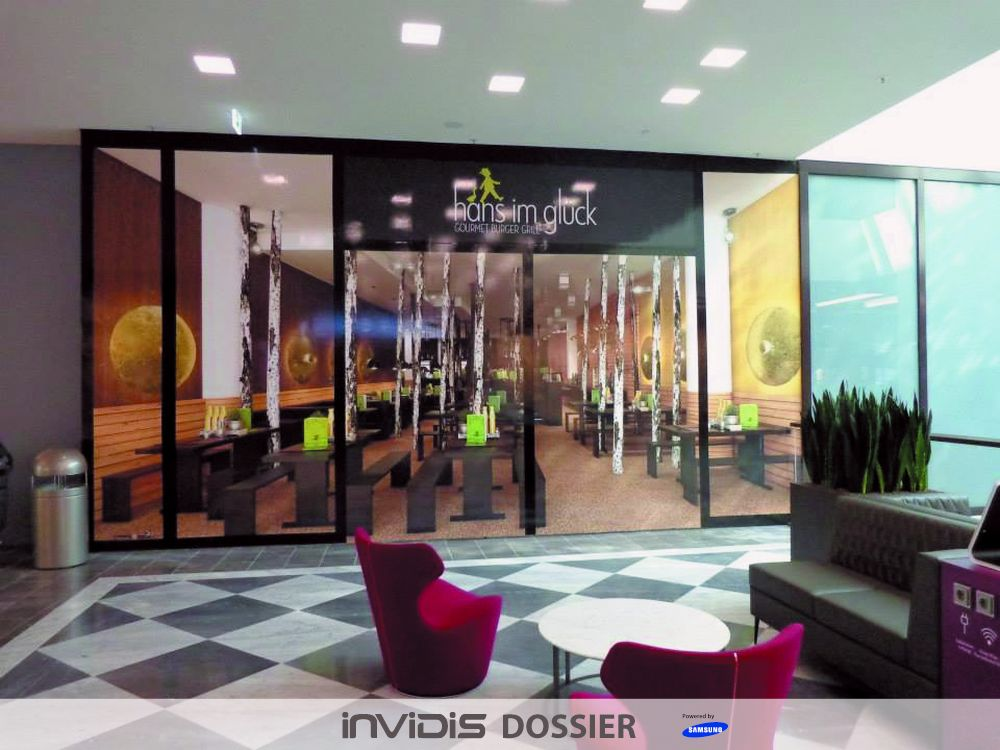 Installation von 3D Window Dressing in der Shopping Mall Palais Vest (Foto: 3DWD)