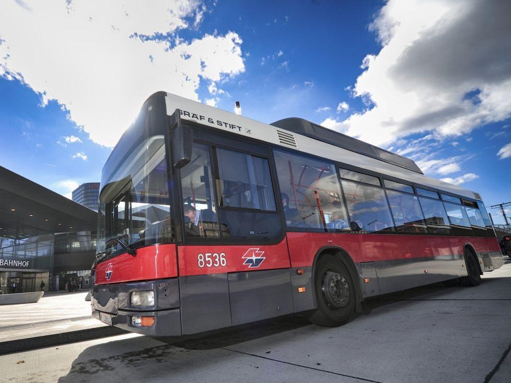 Bus der Wiener Linien vor dem Hauptbahnhof in Wien (Foto: Wiener Linien)