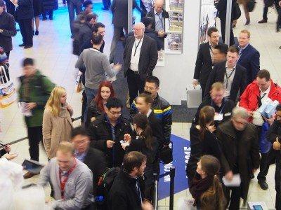 Dynamische Messe: Besucher auf der ISE 2015 (Foto: invidis)