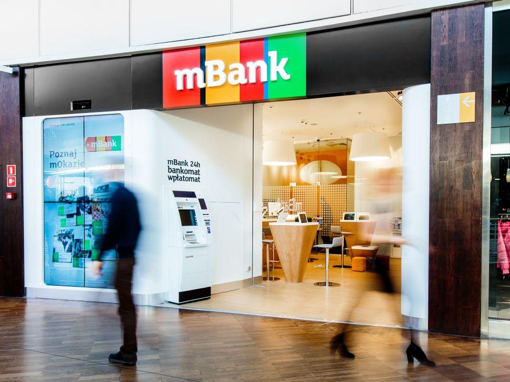 Eingang einer Light-Branch der mBank (Foto: Commerzbank)