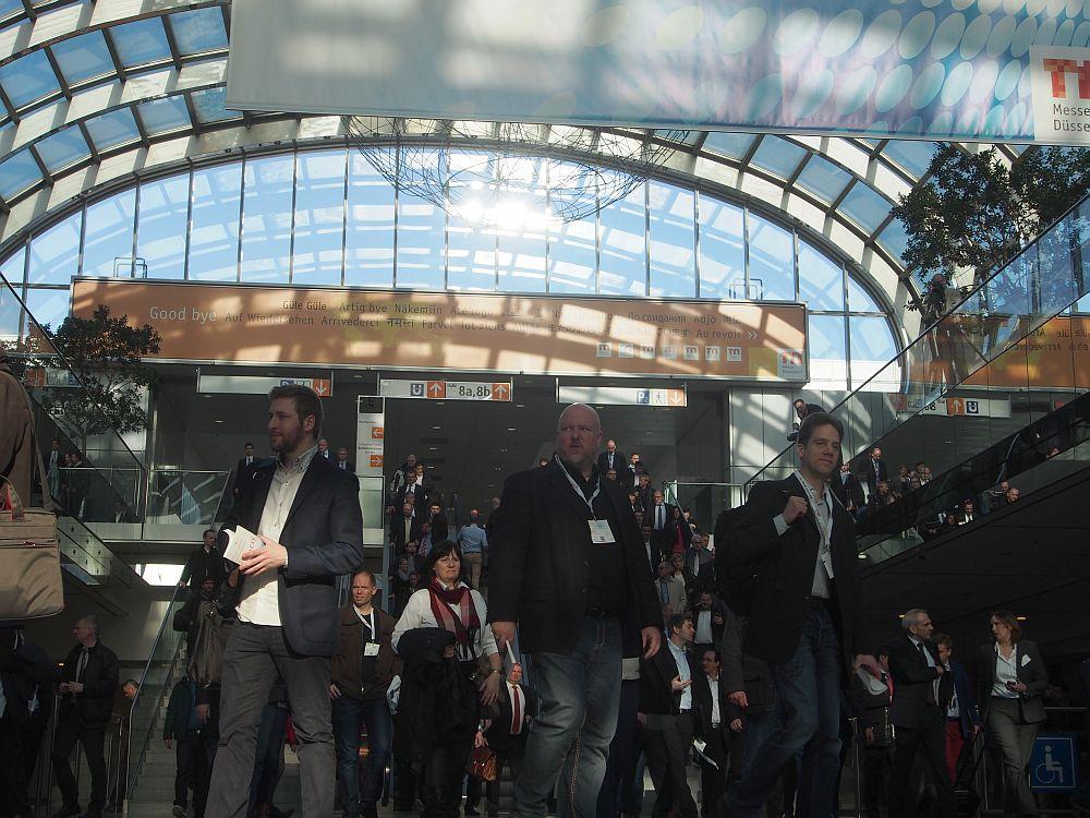 EuroCIS 2015 Andrang bei Öffnung der Messe am zweiten Tag (Foto: invidis)