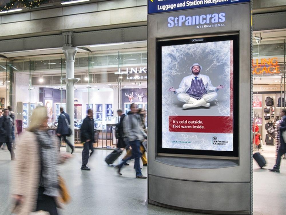 Steuerehrlichkeit gleich innerer Frieden: HMRC-DooH-Kampagne in St. Pancras Station (Foto: JCDecaux)