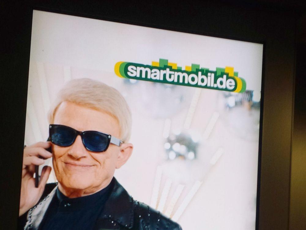 Heino in der aktuellen DooH-Smartmobil-Kampagne (Foto: invidis)