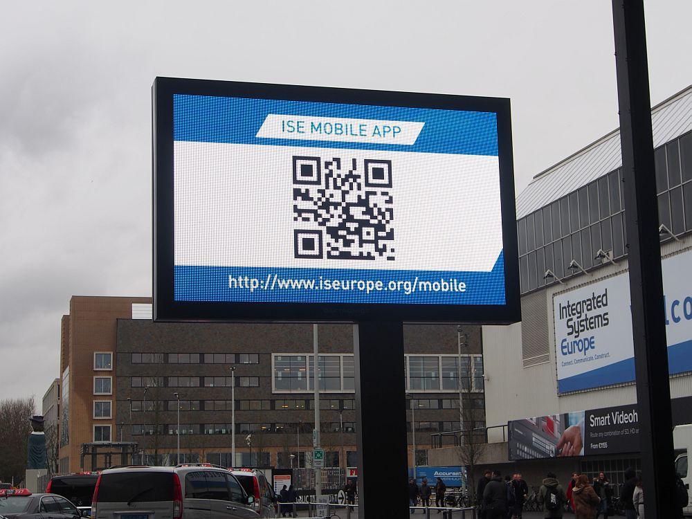 ISE 2015: Werbung für die neue ISE-App am Eingang C (Foto: invidis)