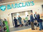 Kunden vor einer Barclays Essentials-Filiale in einem ASDA (Foto: ISG)
