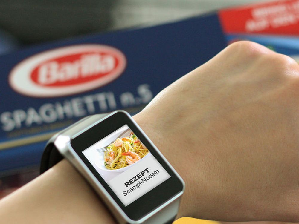Smart Watch als Medium der Kundenansprache (Foto: Online Software AG)