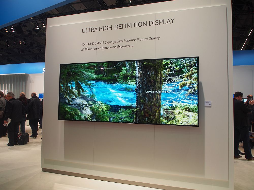 "Ultra HD 21:9 105""-Display bei Samsung (Foto: invidis)"
