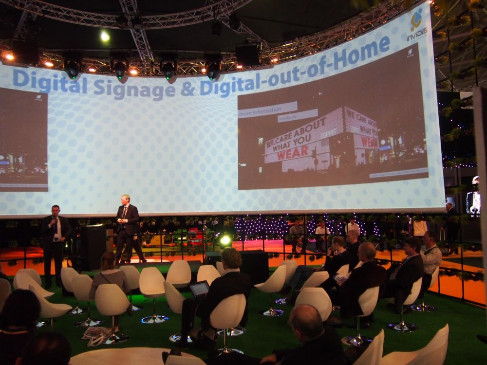 invidis digital signage presentation at ISE 2014 (Image: invidis)