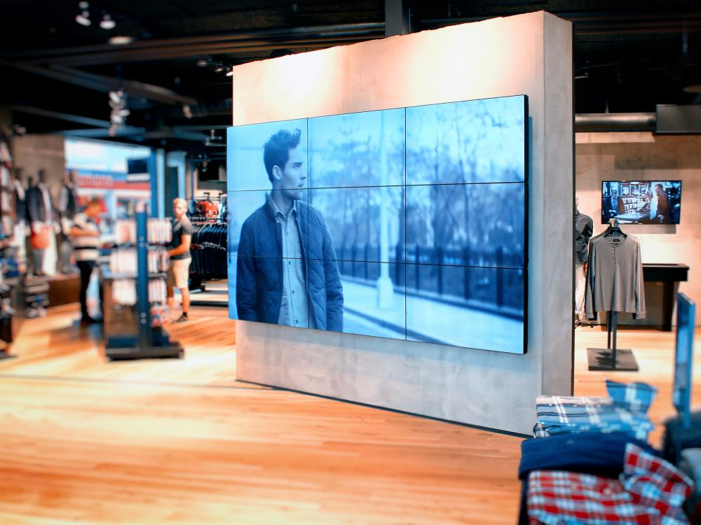 3x3 Video Wall von LCD Media am Point of Sale (Foto: LCD Media)