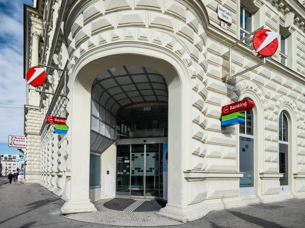 Außenaufnahme des Bank Austria Flagships in Salzburg (Foto: Bank Austria)