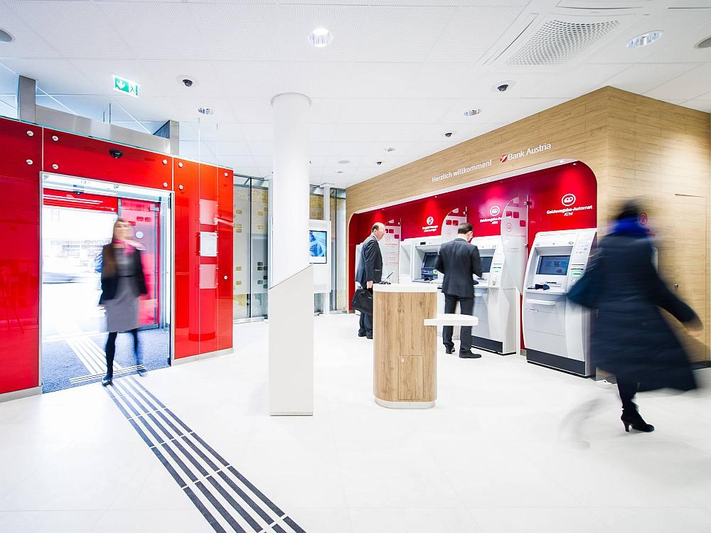 Bank Austria-Flagship in Mödling: Eingangsbereich (Foto: Bank Austria – Lukas Bezila)