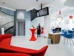 Bank Austria Flagship in Salzburg: Infoscreen von Samsung (Foto: Bank Austria)