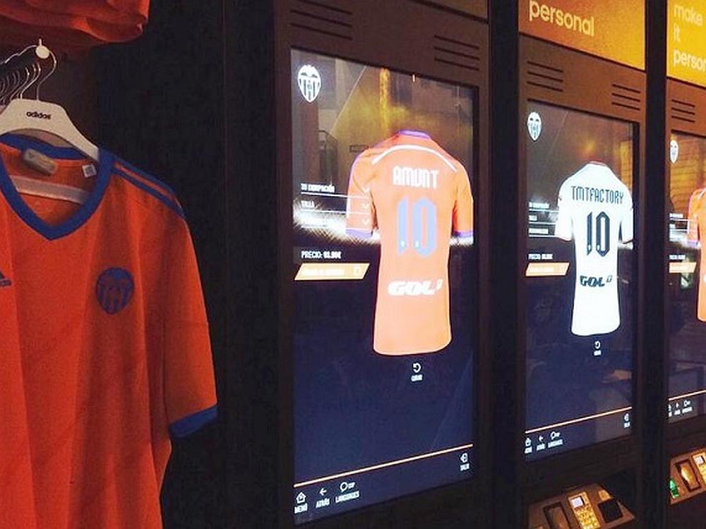 Digital Locker-Terminals im Fanshop des Valencia CF (Foto: TMT Factory)