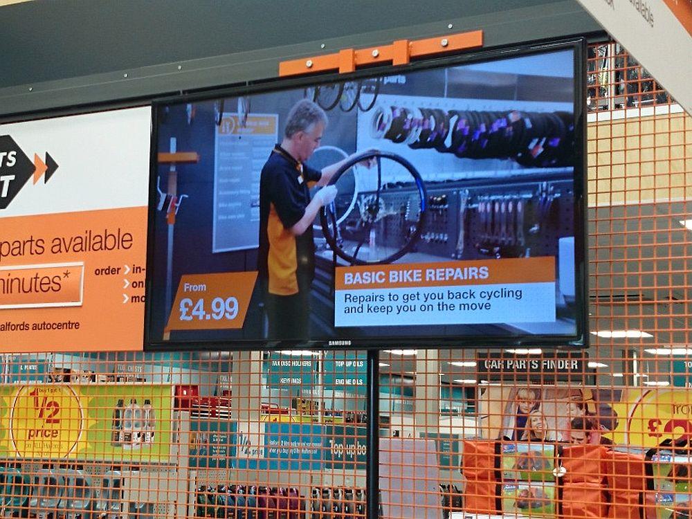 Digital Signage im Einzelhandel: Screen bei einem britischen Retailer (Foto: Signagelive)