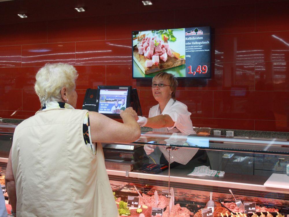 Digital Signage in einem Markt der EDEKA Minden-Hannover (Foto: NEXGEN smart instore)