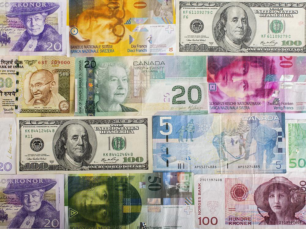 Scheine verschiedener Währungen (Foto: Bundesverband Deutscher Banken - Bankenverband)