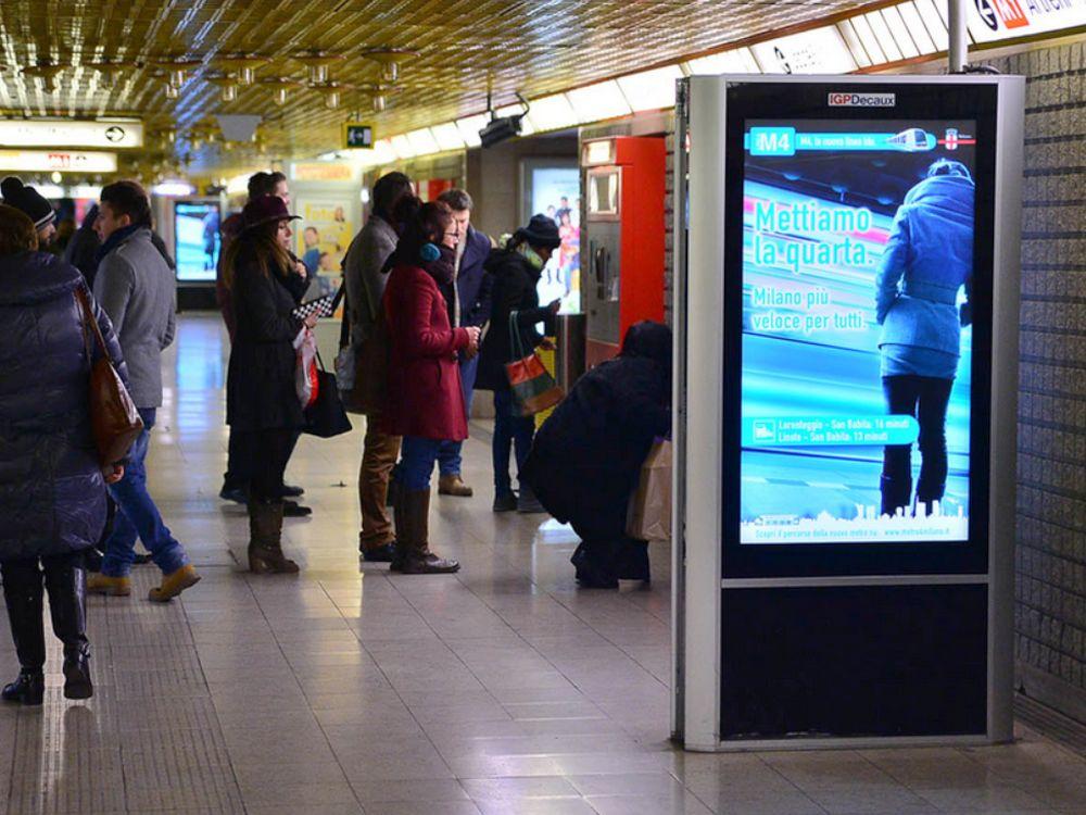 IGPDecaux-Portfolio: digitale Screens in Mailänder U-Bahnhof (Foto: IGPDecaux)