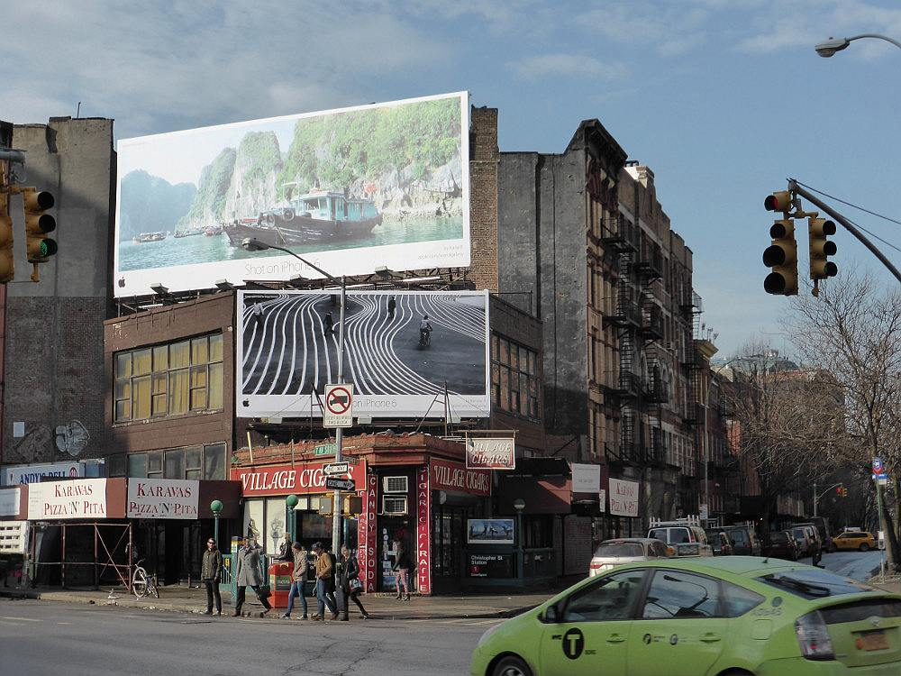Im März 2015: iPhone 6-Kampagne Billboards in New York (Foto: invidis)