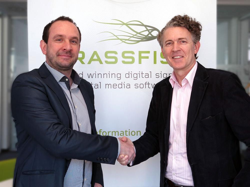 Michael Narrenhofer (l.), GF NarComm DACH und Grassfish-CEO Roland Grassberger (r.) (Foto: Grassfish)