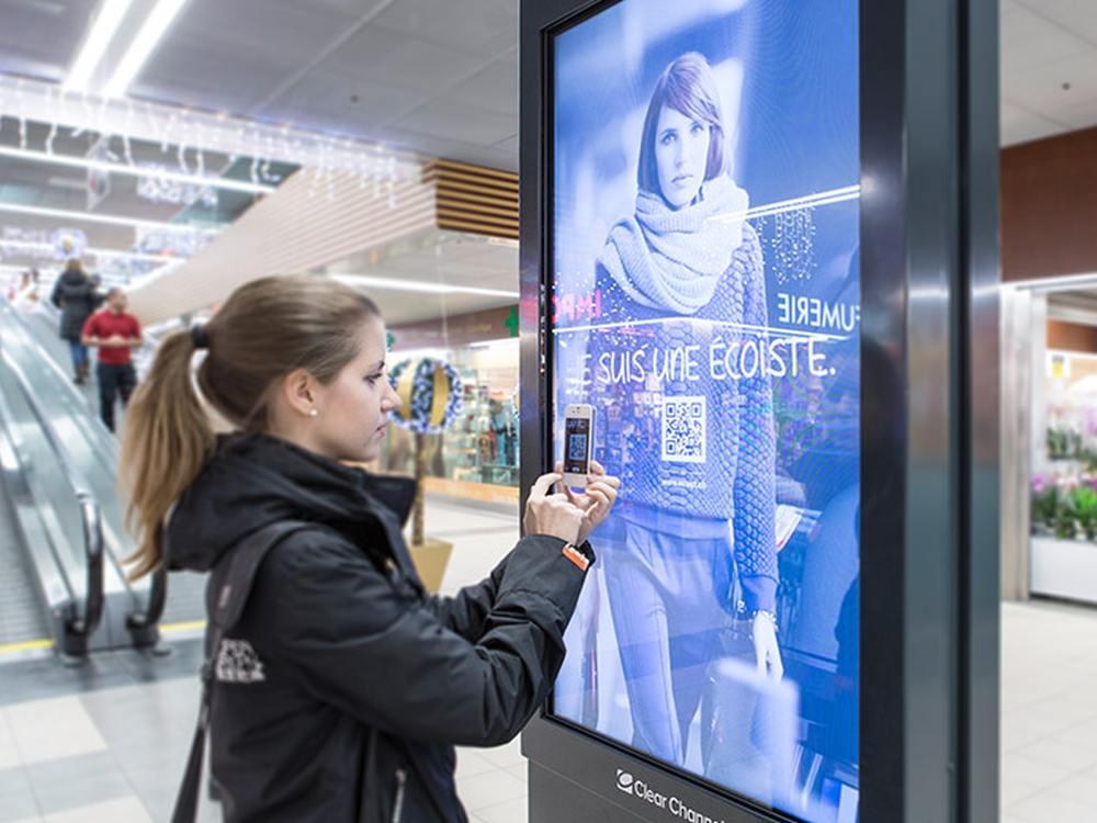 QR Code-Kampagne auf einem Werbeträger von Clear Channel (Foto: Clear Channel Schweiz)
