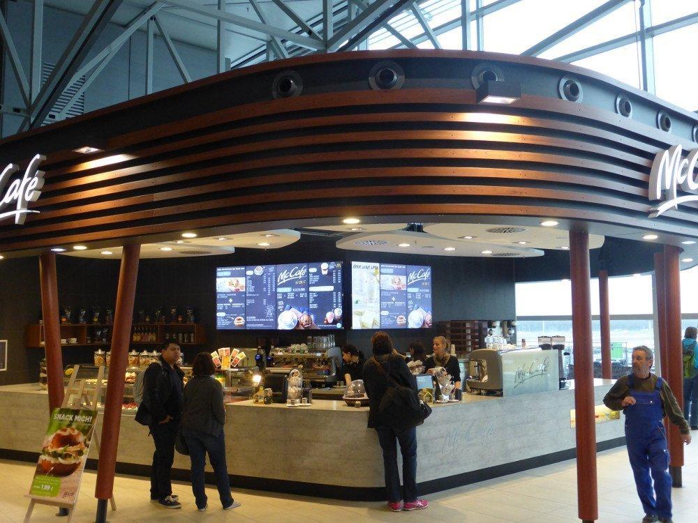 Digital Menu Baords premier at Mc Cafe (Photo: invidis)