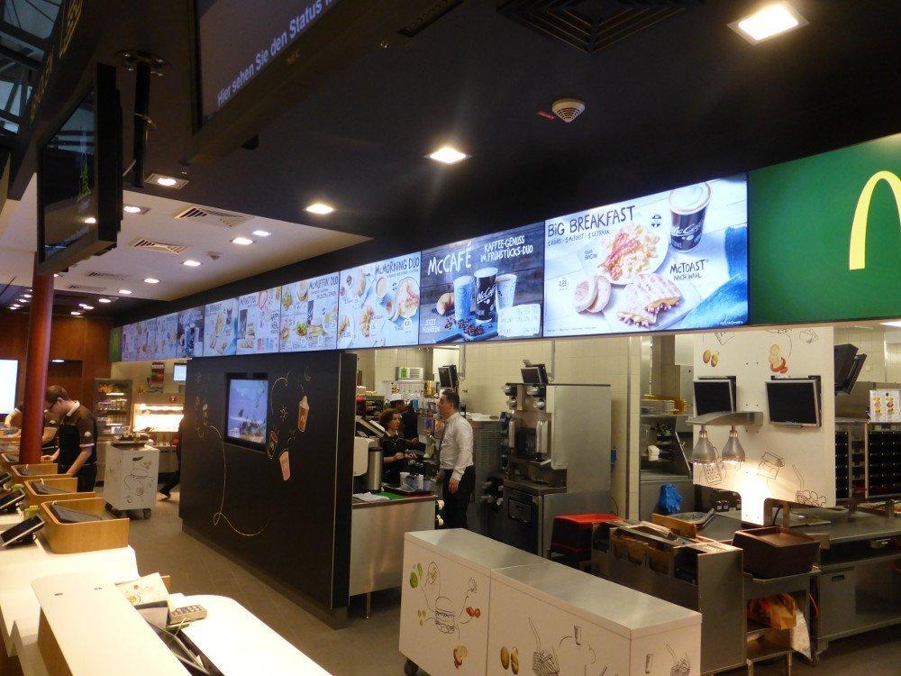 Digital Menu Boards at Mc Donalds FRA (Photo: invidis)
