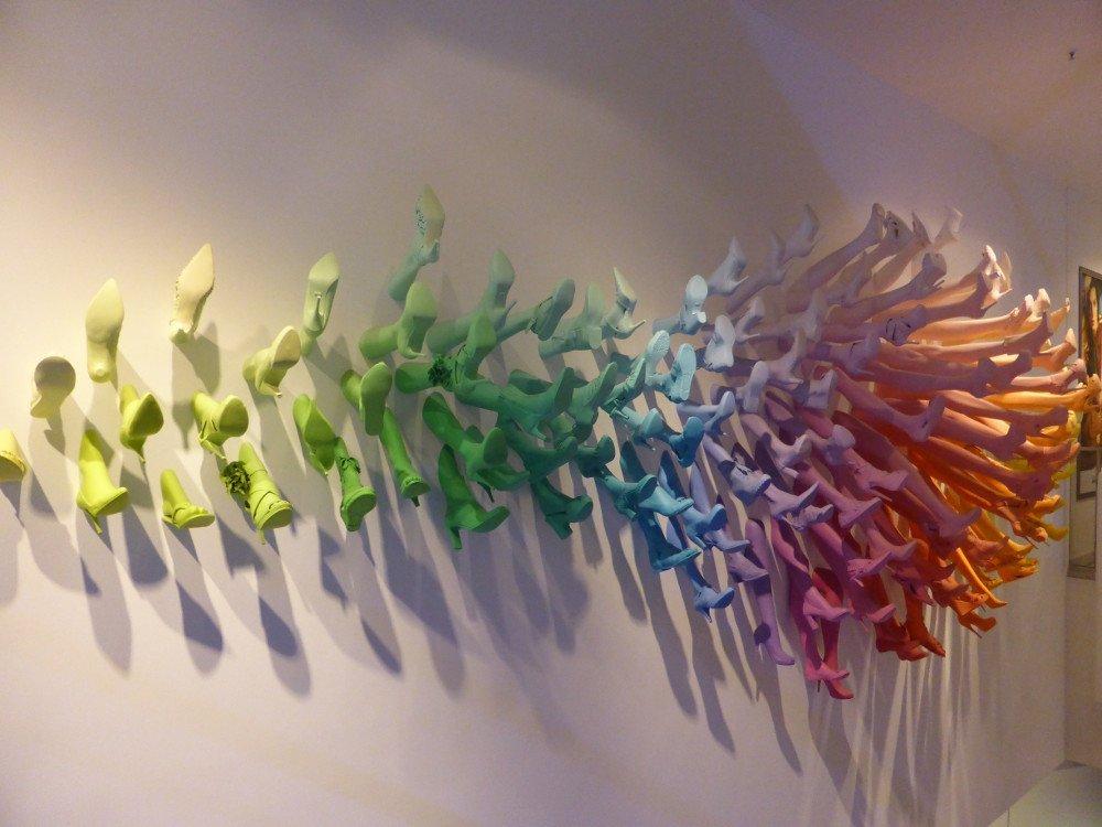 Nicht immer digital - Breuninger insziniert den Falgshipstore mit Farben (Foto:invidis)