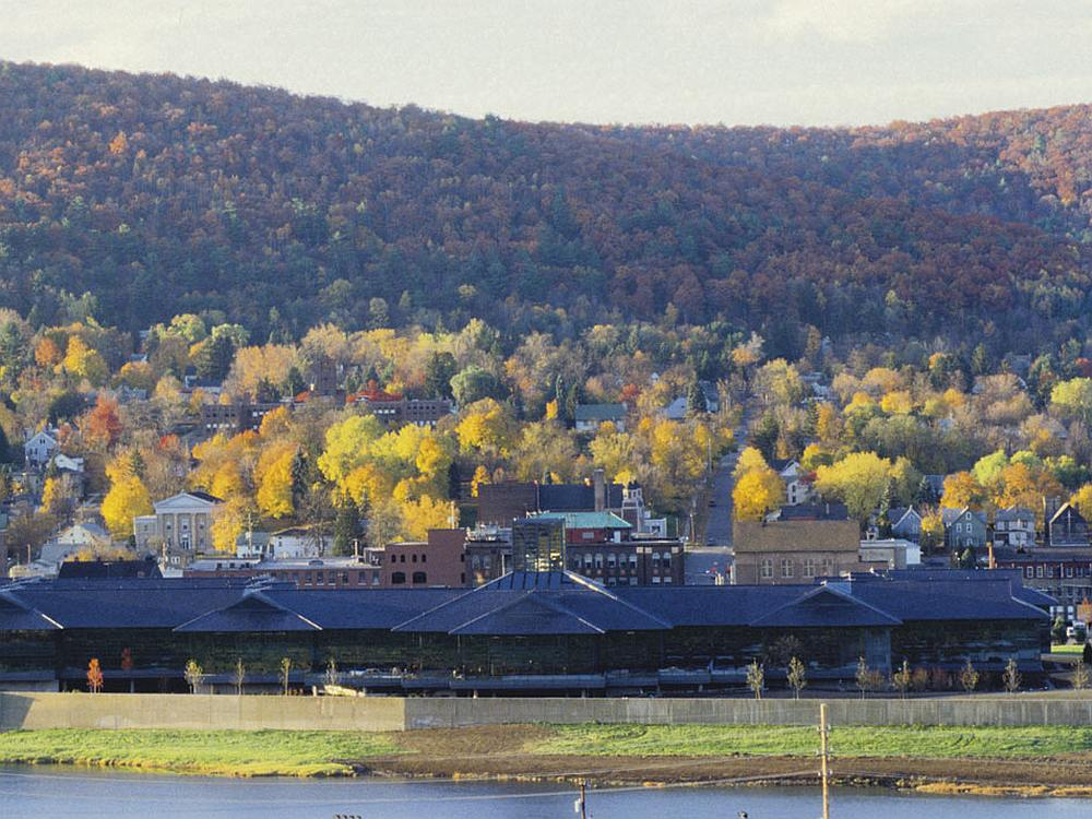 Blick auf die Corning-Hauptverwaltung in Corning, NY (Foto: KRJDA)