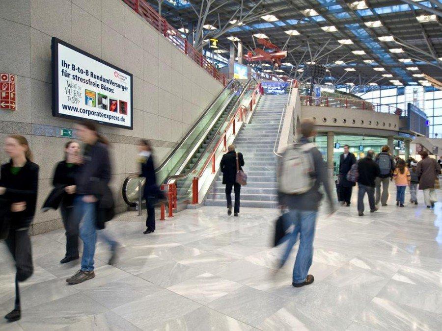 DooH-Screen am Airport (Foto: Flughafen Stuttgart)