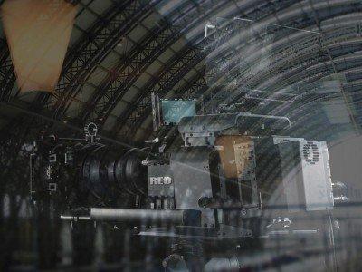 Gemeinsam abfahrbereit - Digital Signage und Broadcast-Industrie (Fotos: RED Digital Cinema; invidis Montage: invidis)