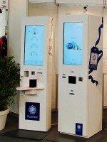 Hochkantansicht des Global Blue Kiosk (Foto: Kiosk Solutions)