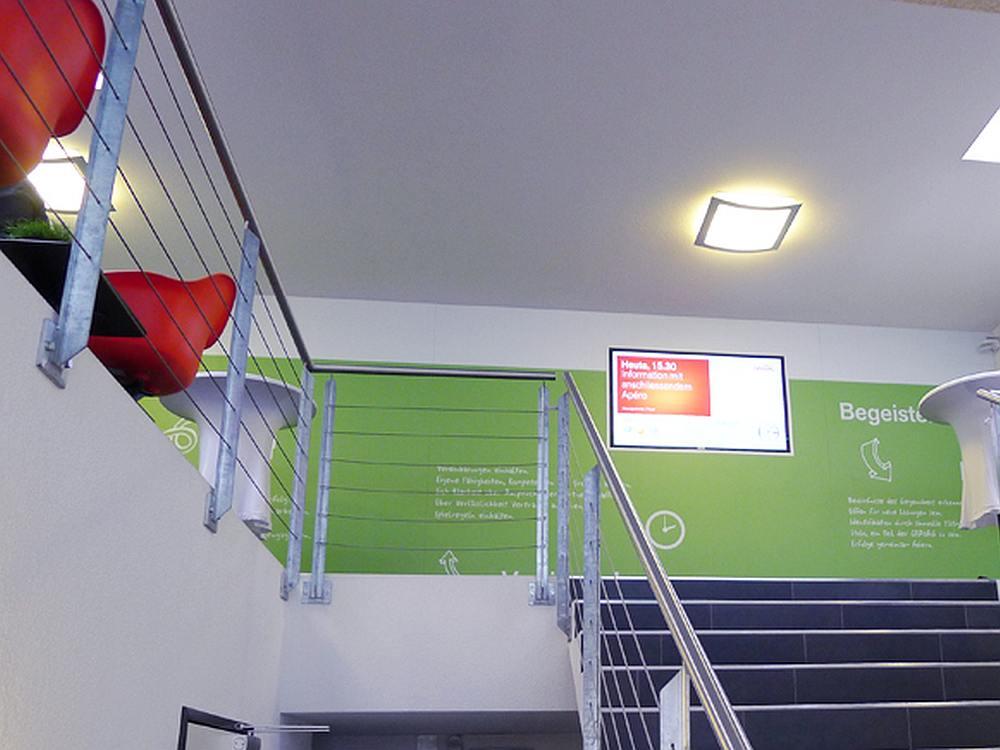 Informationswand und Large Format Screen bei der Gravag (Foto: SwissScreen)