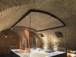 Maßvolle Inszenierung in historischer Umgebung: Gewölbe in der Domschatzkammer (Foto: Zumtobel)