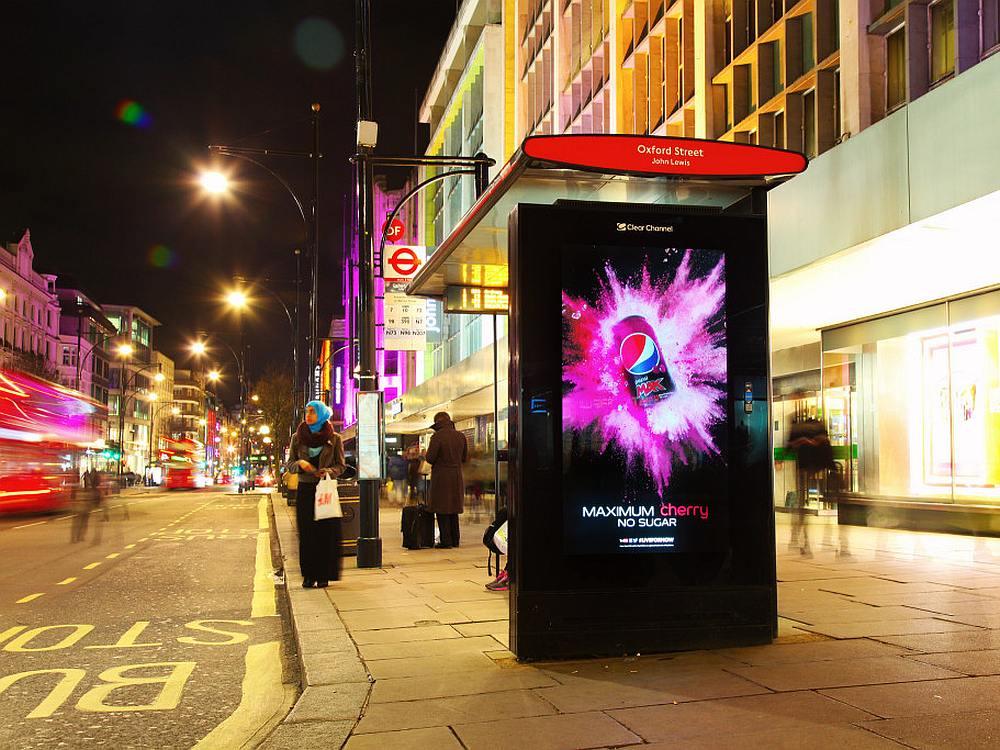 Pepsi-Kampagne auf einem AdShel Live (Foto: Clear Channel UK)