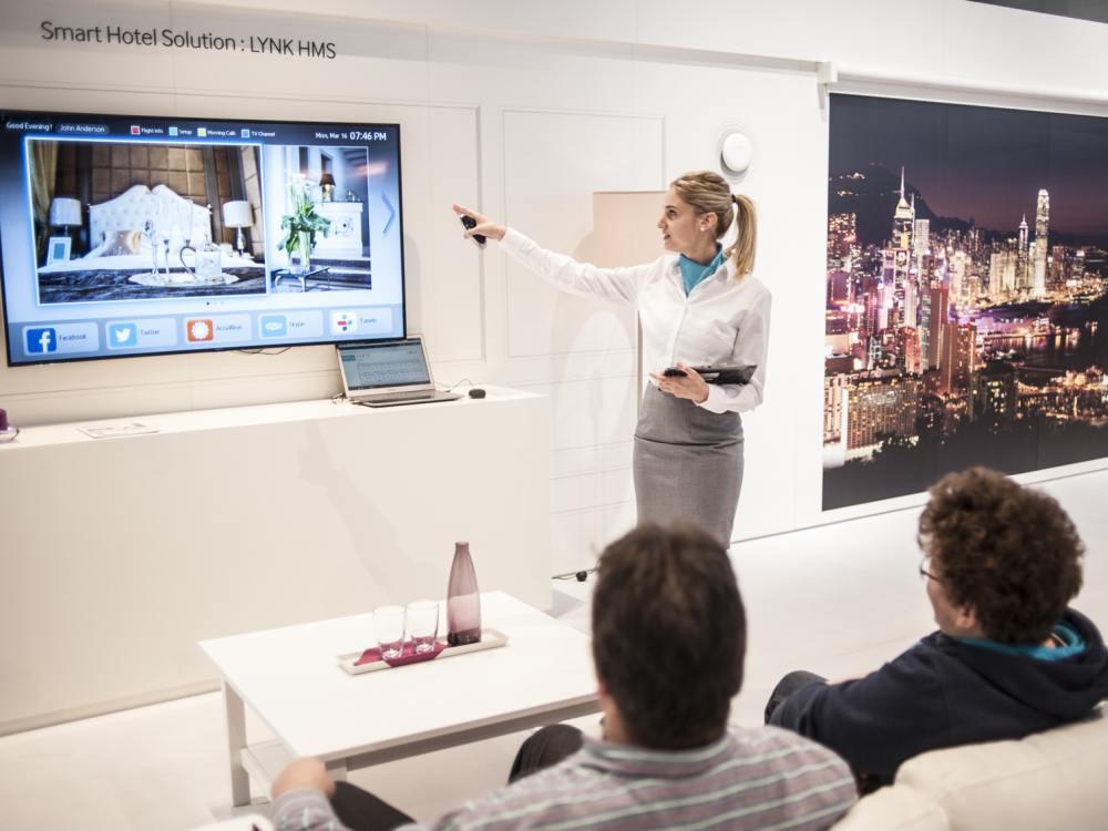 Präsentation einer Hotel-Lösung auf der CeBIT (Foto: Samsung)