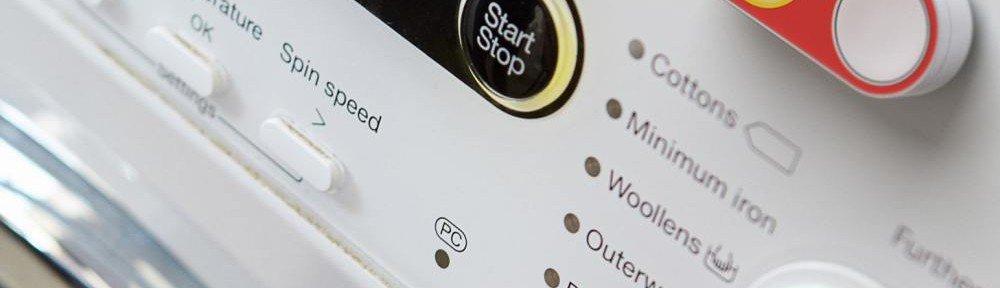 Roter Dash Replacement Service Button an einer Waschmaschine (Screenshot: invidis)