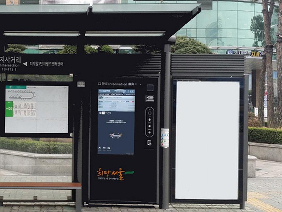 Seoul - neue Bushaltestelle mit Touchscreen (Foto: Zytronic)