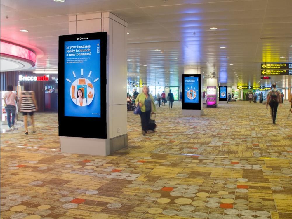 Singapur - DooH-Screens am Airport (Foto: JCDecaux)