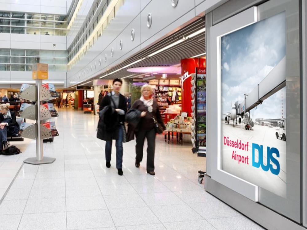 Werbeträger am Airport Düsseldorf - Colorama (Foto: Kinetic)