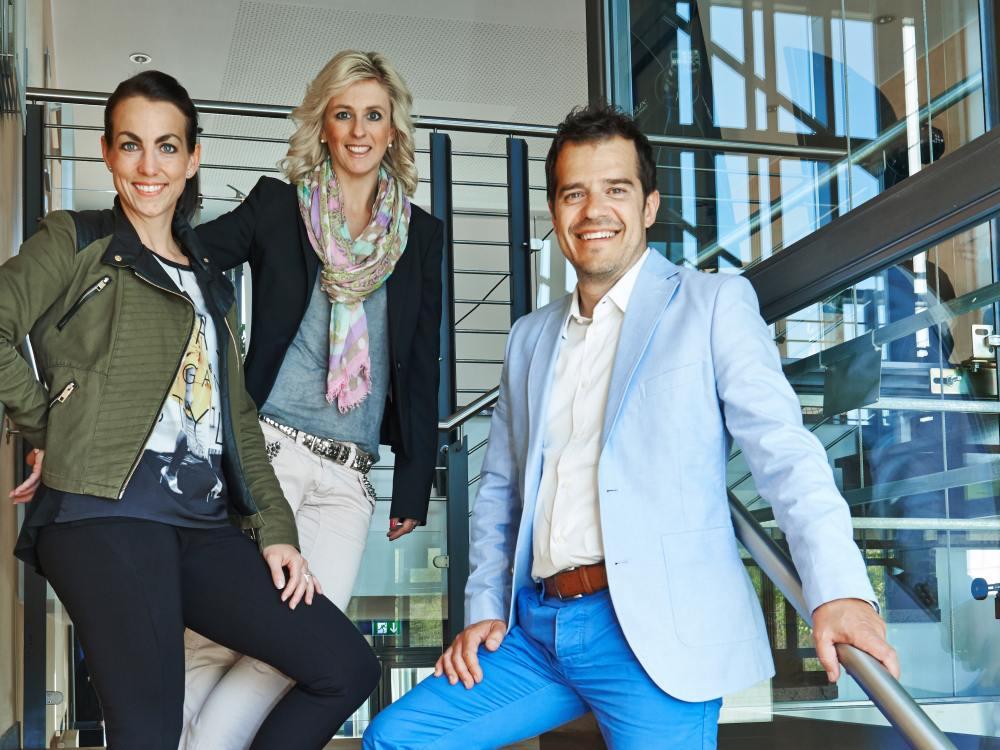 Ein Teil des doohmakers-Teams (v.l.): Alexandra Färber, Marketing Man. DooH; Stefanie Probstfeld, Projektleitung; Angelo Peruzzini, GF Contrast Media Service (Foto: CMS)