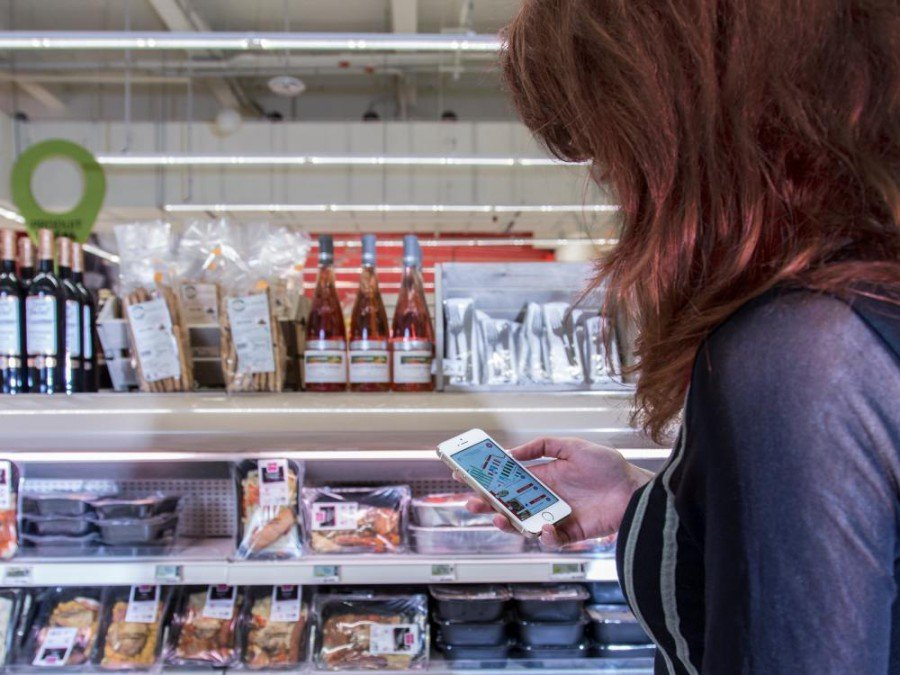 Kundin im Carrefour Hypermarché in Lille (Foto: Philips)