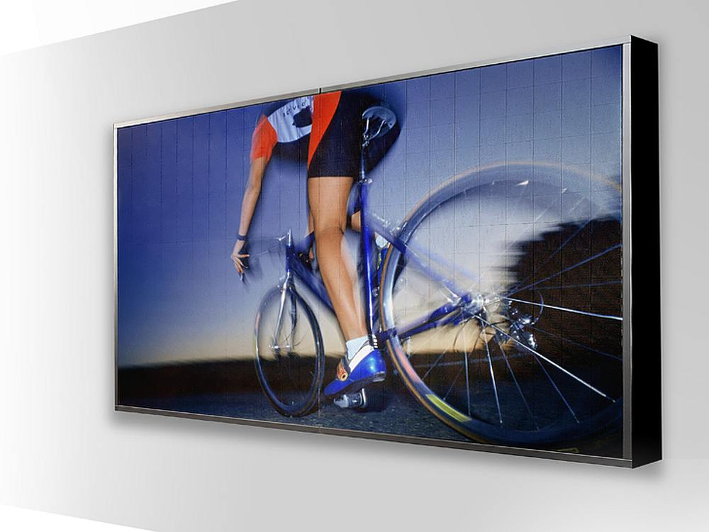 LED Signage-Installation mit Audipack Wall-Mounting (Foto: Audipack)
