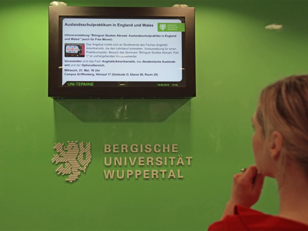 Mit Digital Signage nutzt die Uni ein weiteres Medium (Foto: dimedis)