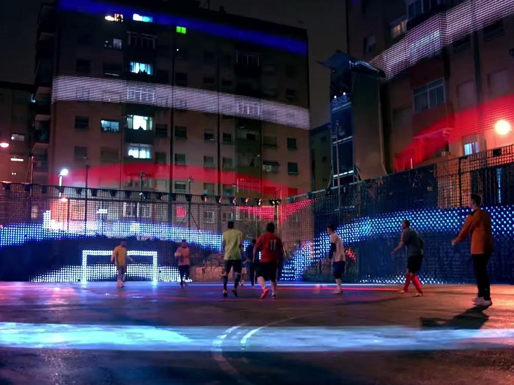 Mit Projection Mapping Lighting und einer Drohne erfindet Pepsi den Fußball neu (Screenshot: invidis)