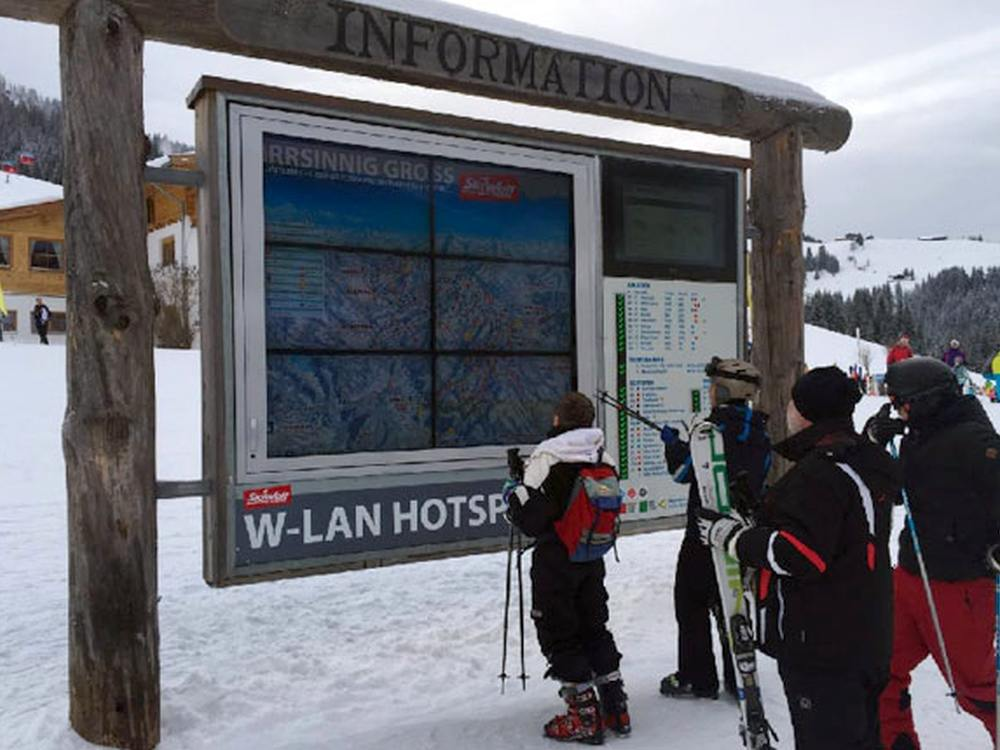 Outdoor Signage-Einsatz - Video Wall im Ski-Gebiet (Foto: Kapsch)