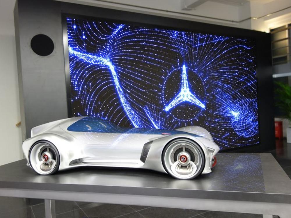 Chinesisches Mercedes-Benz Forschungszentrum - Prototyp und LED Signage im Eingangabereich (Foto: Leyard)